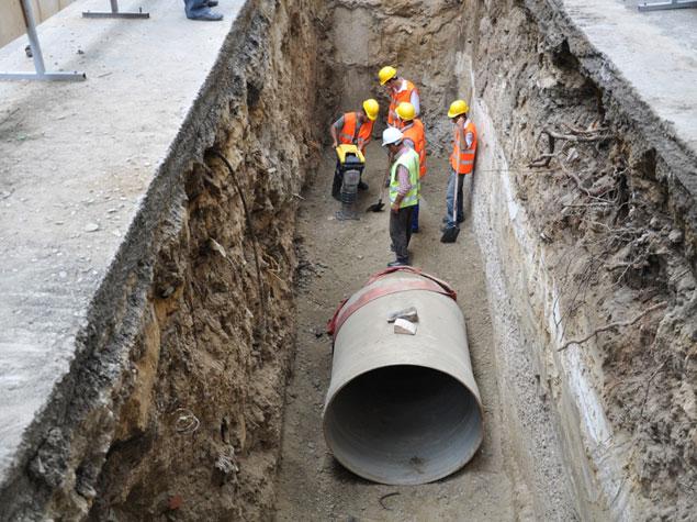 В Баку начались работы по совершенствованию водоотводной системы на дорогах