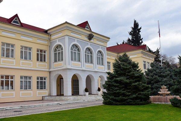 Ягуб Эюбов от имени правительства страны оставил запись в книге соболезнований посольства России в Азербайджане