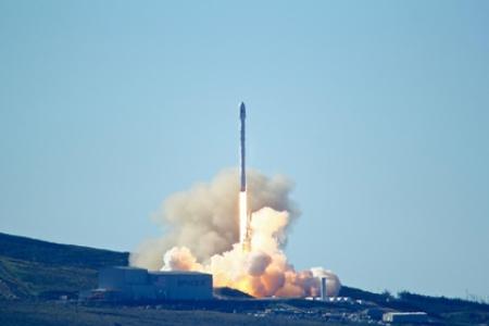 Повторный запуск и посадка первой ступени Falcon 9 стали революцией - Маск
