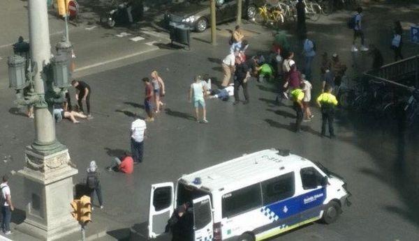 Нападение в Барселоне: Не менее 13 человек погибли в результате наезда на людей