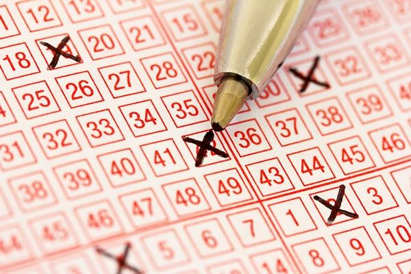 В США медработница выиграла рекордный джекпот в $758 млн лотереи Powerball