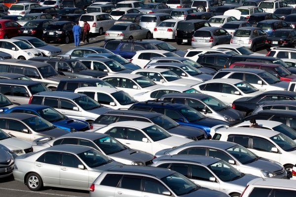 Азербайджан повысил импорт автомобилей в 2,7 раза