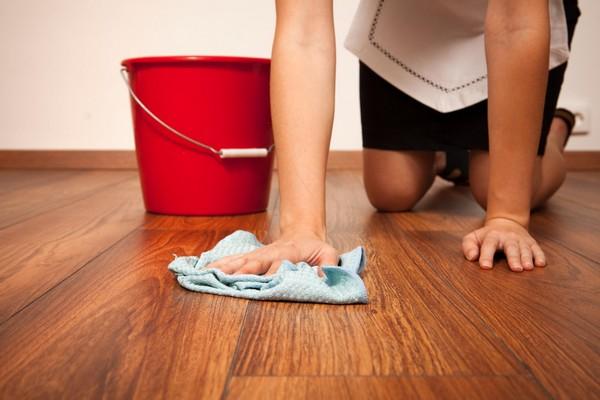 Уборщица, разнимавшая школьников на Абшероне, скончалась после удара в живот