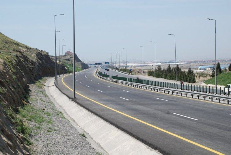 Завершается строительство новой дороги с улицы Шарифзаде до Бакинской кольцевой дороги