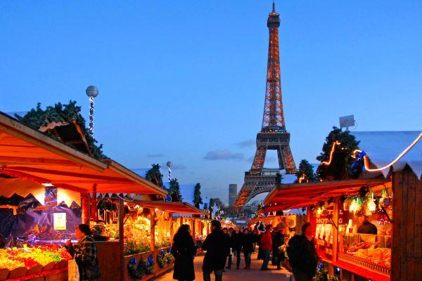 В Париже усилили досмотр на входах на рождественские ярмарки