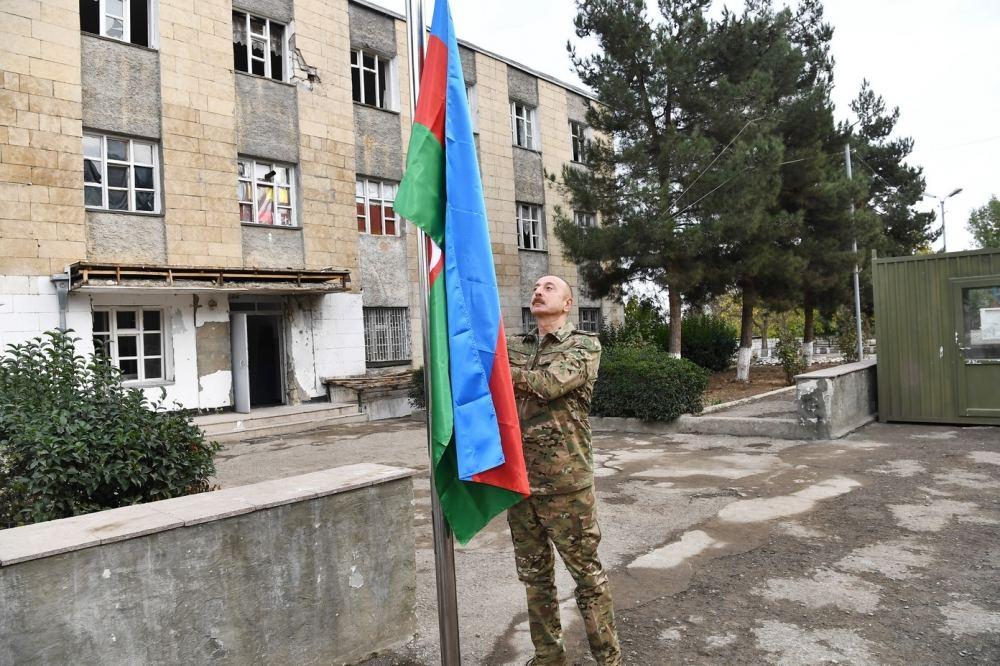 Президент Ильхам Алиев поднял флаг Азербайджана в Физули, Джабраиле и на Худаферинском мосту