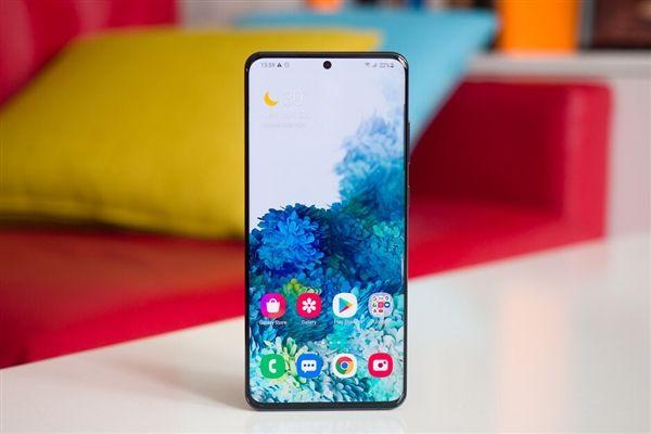 Samsung отказалась от карт памяти в новых смартфонах
